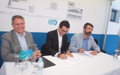 El vicepresidente del Gobierno de Canarias firmó hoy el acta   de replanteo para el inicio de las obras de ampliación del puerto de Playa Blanca