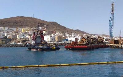Puertos Canarios ejecuta hoy el segundo traslado vía marítima de las pontonas de Gran Tarajal