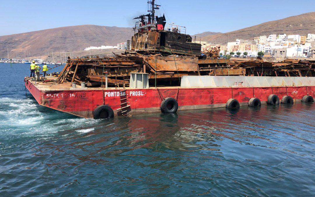 Puertos Canarios ejecuta hoy el tercer traslado vía marítima de las pontonas de Gran Tarajal