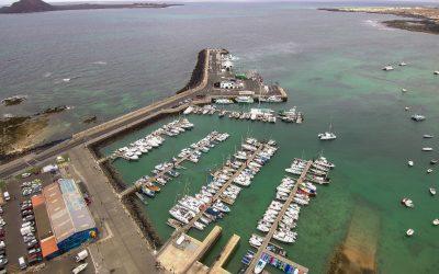 Doblar los atraques en el puerto de Corralejo