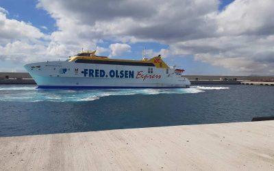 Las navieras del puerto de Playa Blanca realizan las primeras pruebas de atraque en la ampliación del muelle